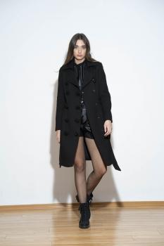 Palton negru cu nasturi bijuterie